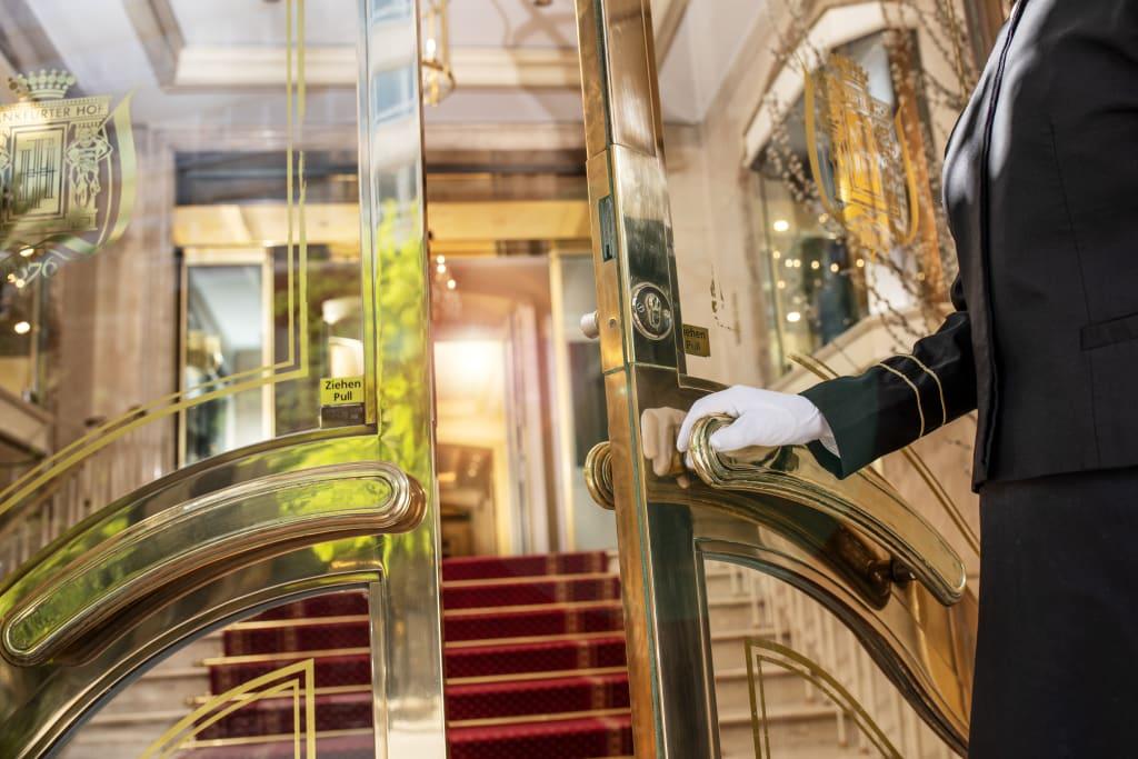 Umsetzung und Einhaltung der Hygienestandards und Sicherheitsabstände haben mit der Wiedereröffnung oberste Priorität (Foto Steigenberger Hotels)