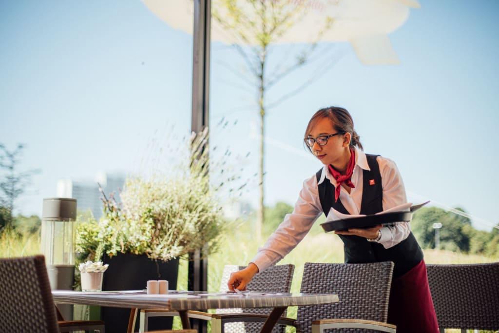 Leonardo Hotels setzt auf duale Studiengänge mit neuen Hochschulpartnern