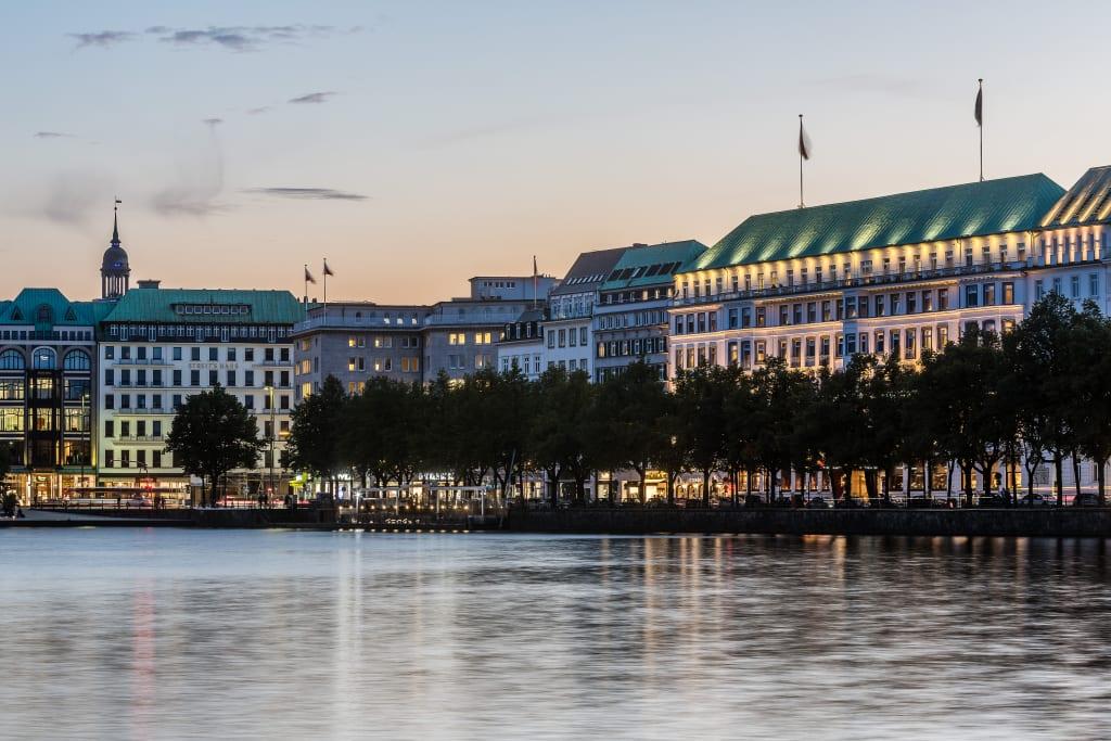 Fairmont Hotel Vier Jahreszeiten Hamburg - Exterior View Evening - -® Guido Leifhelm