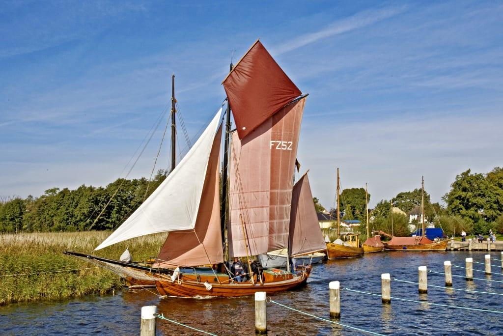Ein Zeesboot im Hafen von Wieck (Quelle: Voigt & Kranz UG)