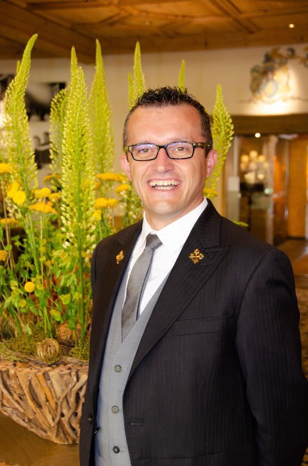 """Geht die Extrameile für Gäste: Stefano Bertalli, Concierge des Jahres 2020 laut Rating in der """"Bilanz"""" (Foto: Gstaad Palace)"""
