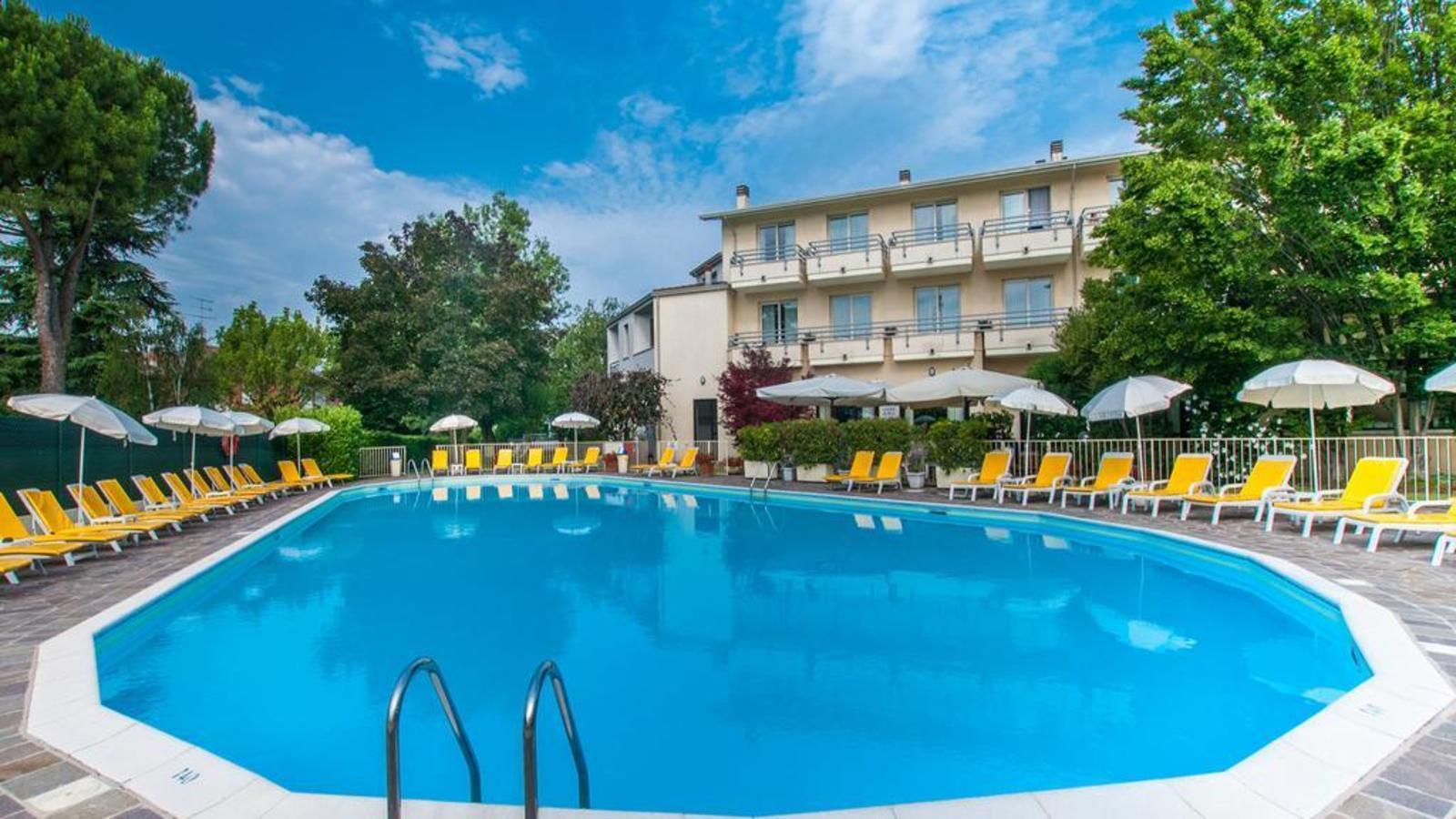 Hotel du parc sirmione topflight lake garda for Hotel du parc