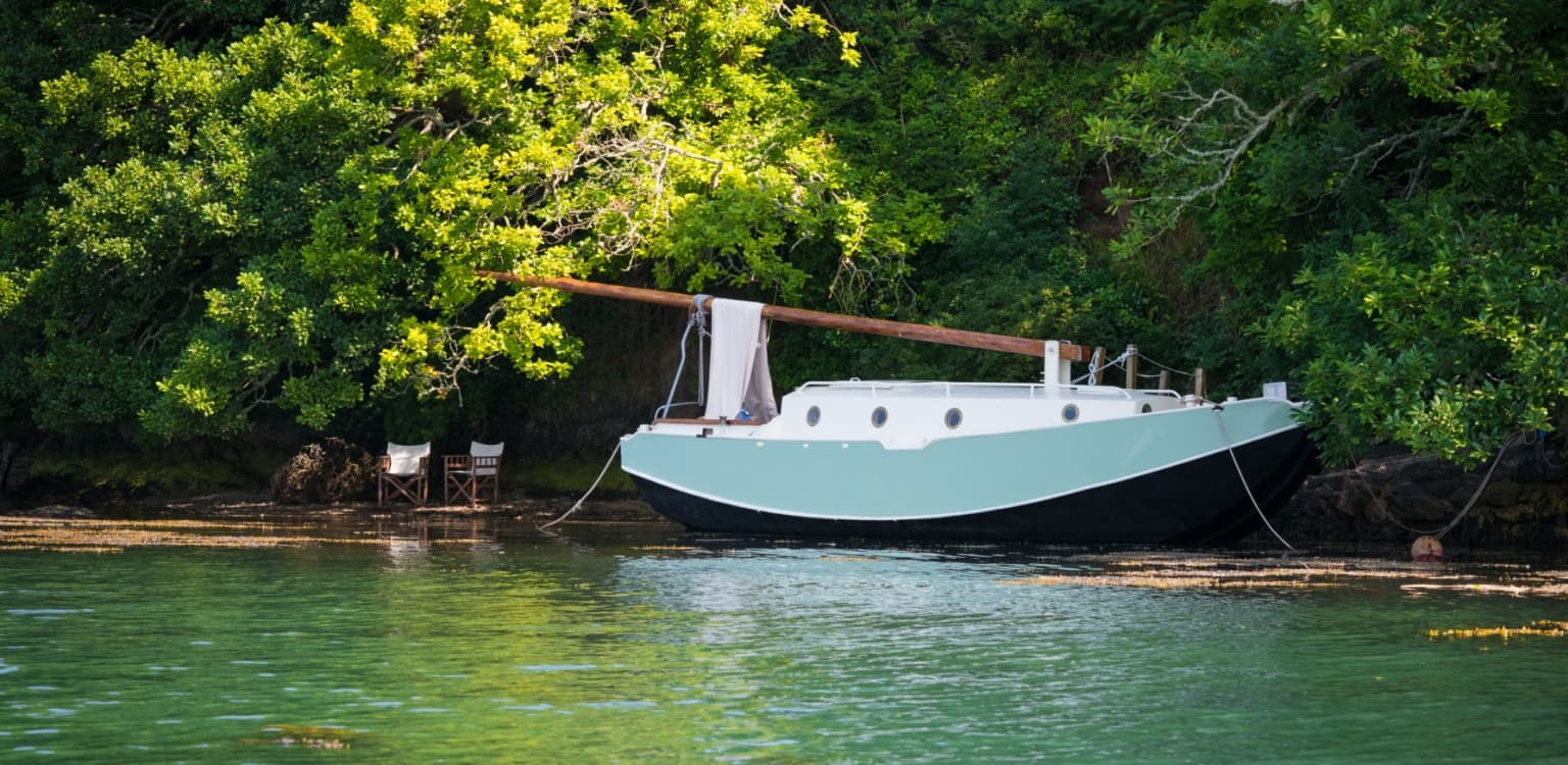 Oyster the off-grid boat, Devon