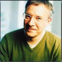 Porträt von Autor, Lektor und Herausgeber Hans Jürgen Balmes mit Brille