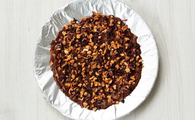 Schokolade schmelzen und mit Streusel bestreuen