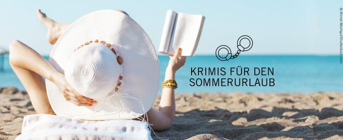 links: Frau mit weißem Sonnenhut und Buch in der Hand liegt am Strand; rechts der Schriftzug: Krimis für den Sommerurlaub