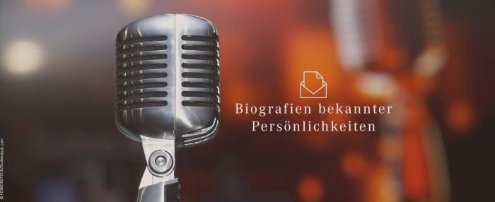 """Mikrofon vor verschwommenem Hintergrund mit Text """"Biografien bekannter Persönlichkeiten"""""""