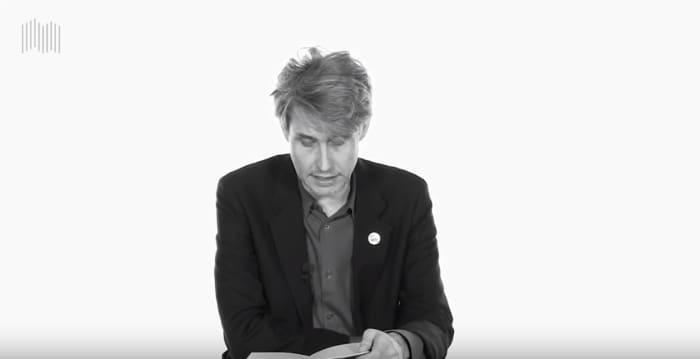 Screenshot aus einem Video von Dirk von Lowtzow über sein Buch Aus dem Dachsbau