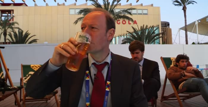 Screenshot aus einem Video von Martin Sonneborn über sein Buch Herr Sonneborn geht nach Brüssel