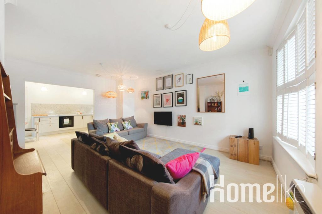 image 3 furnished 3 bedroom Apartment for rent in Kings Cross, Camden