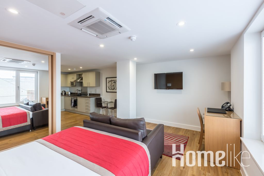 image 2 furnished 1 bedroom Apartment for rent in South Wimbledon, Merton