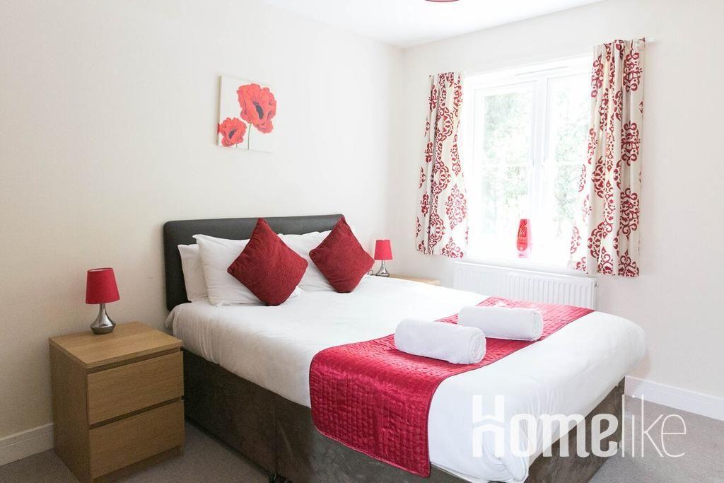image 3 furnished 2 bedroom Apartment for rent in Surrey Heath, Surrey