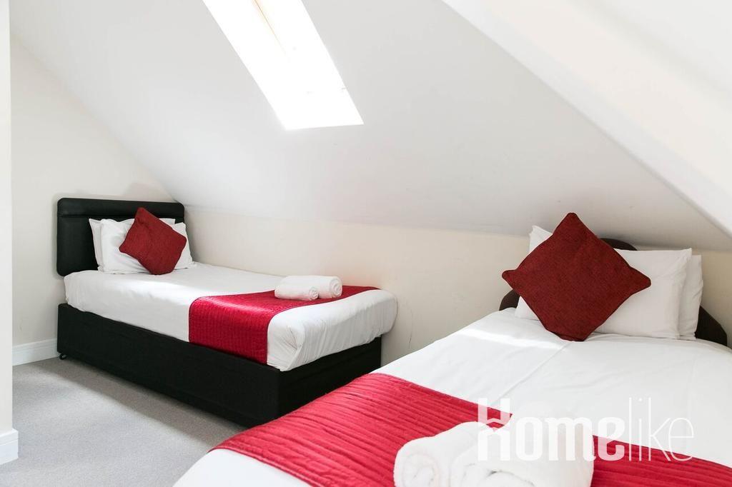 image 5 furnished 2 bedroom Apartment for rent in Surrey Heath, Surrey