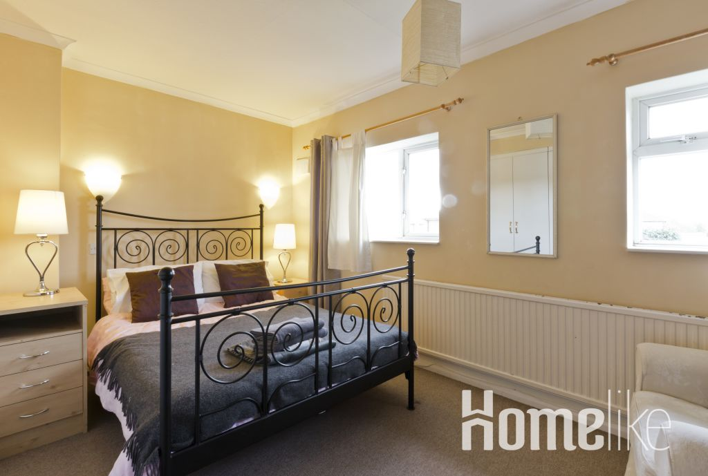 image 9 furnished 5 bedroom Apartment for rent in Runnymede, Surrey