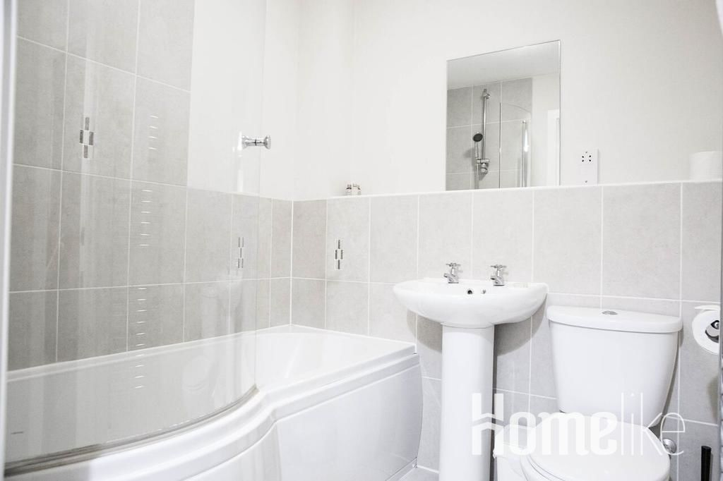 image 2 furnished 2 bedroom Apartment for rent in Surrey Heath, Surrey