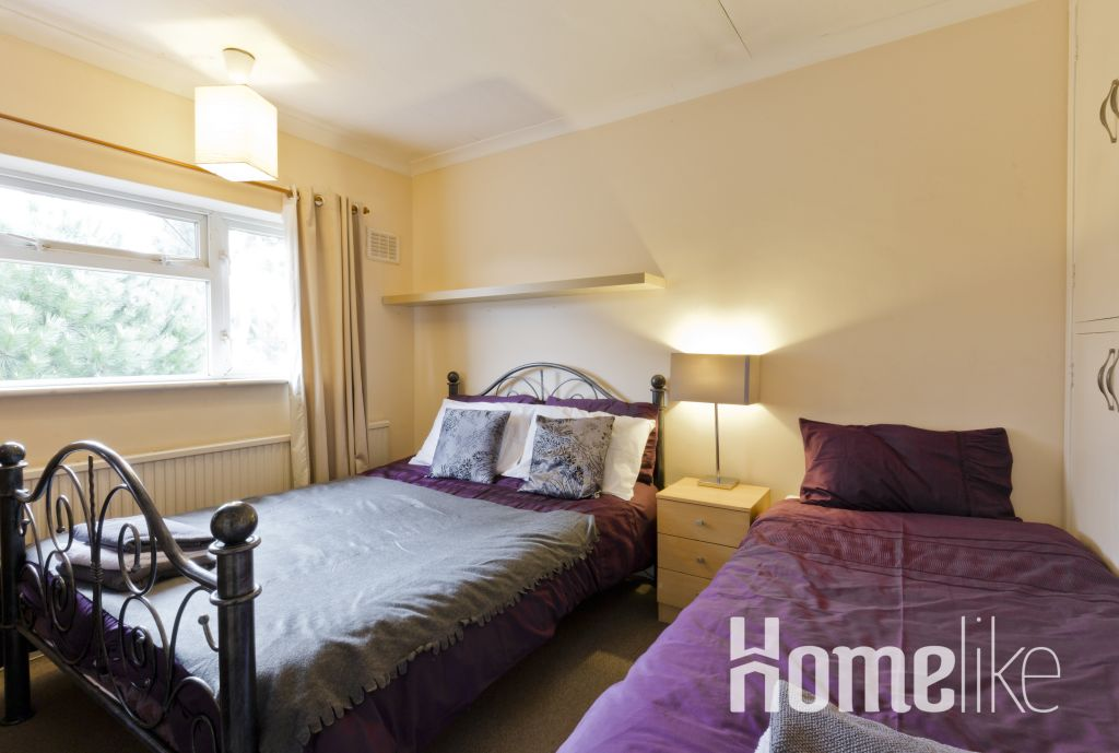 image 8 furnished 5 bedroom Apartment for rent in Runnymede, Surrey
