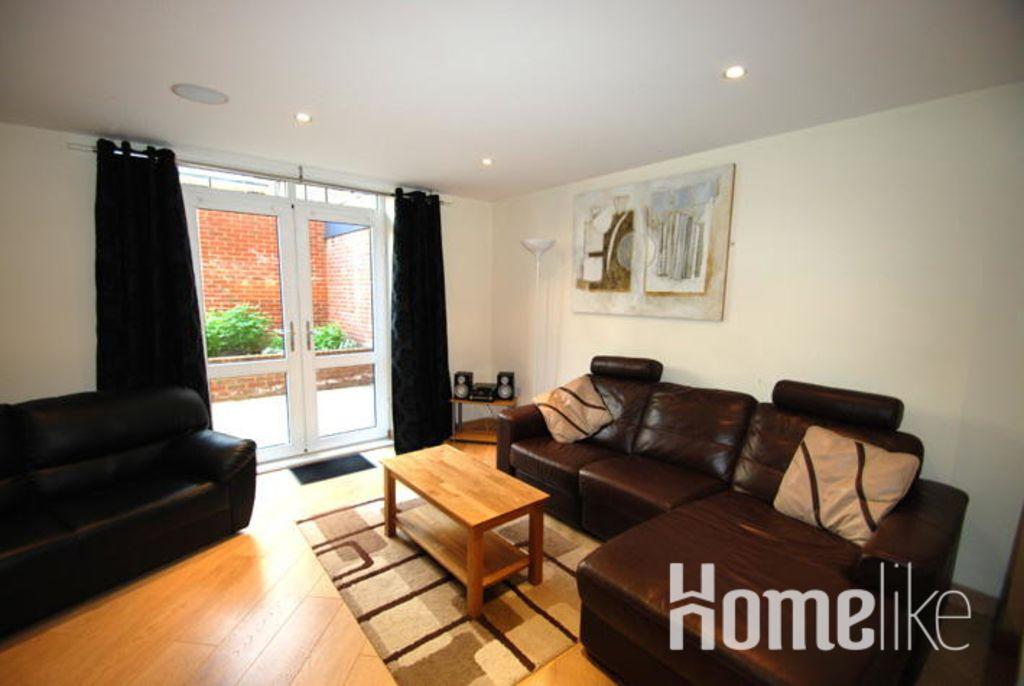 image 1 furnished 2 bedroom Apartment for rent in Guildford, Surrey