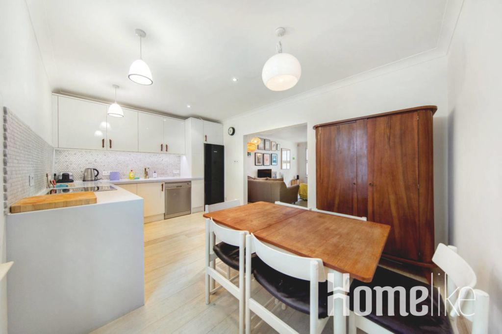 image 6 furnished 3 bedroom Apartment for rent in Kings Cross, Camden