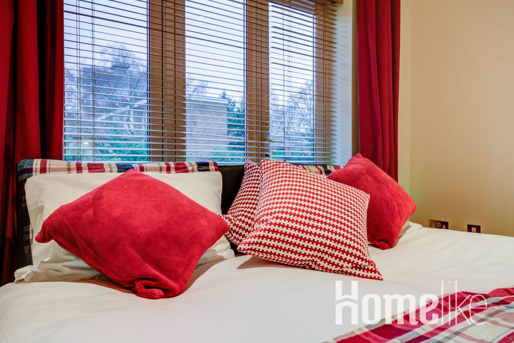 image 9 furnished 3 bedroom Apartment for rent in Brentford, Hounslow