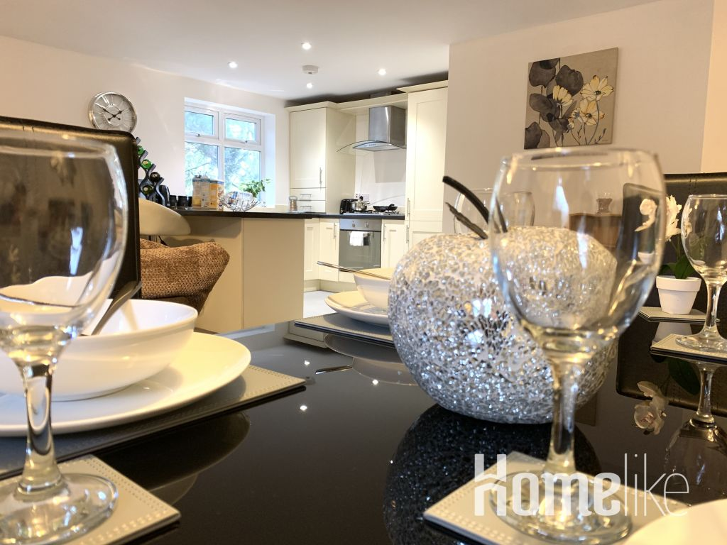image 2 furnished 2 bedroom Apartment for rent in South Wimbledon, Merton