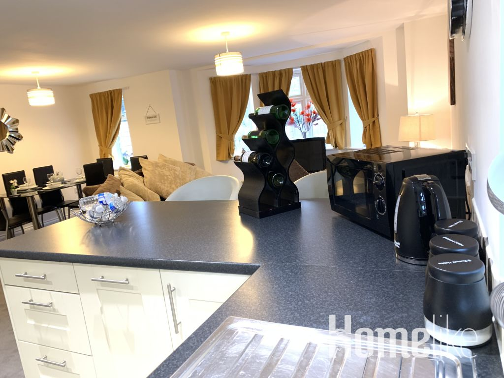 image 9 furnished 2 bedroom Apartment for rent in South Wimbledon, Merton
