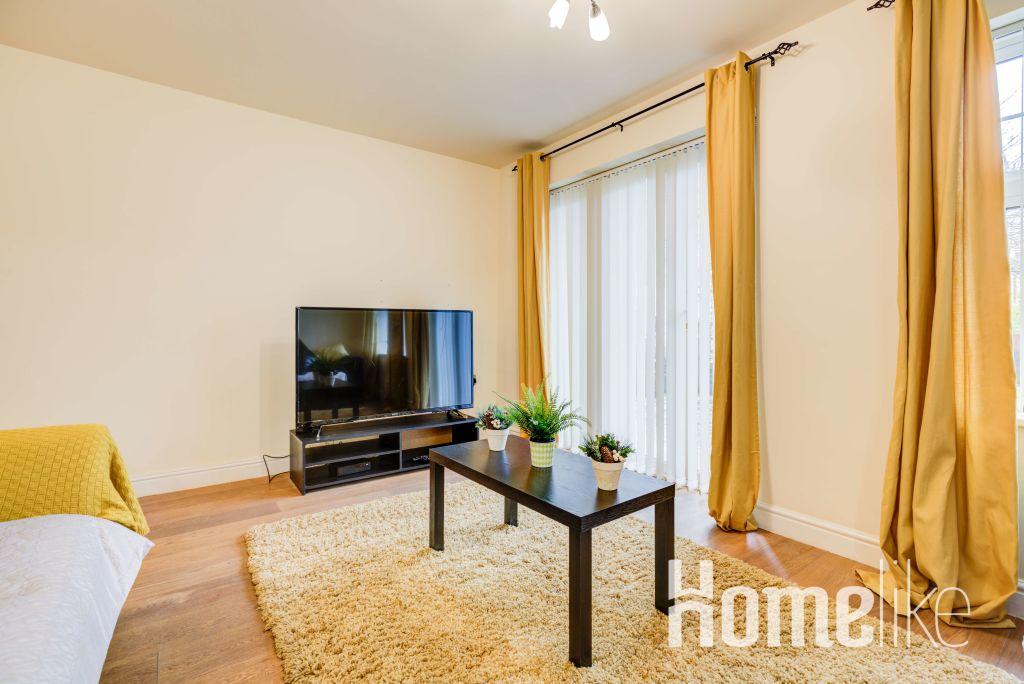 image 1 furnished 3 bedroom Apartment for rent in Brentford, Hounslow