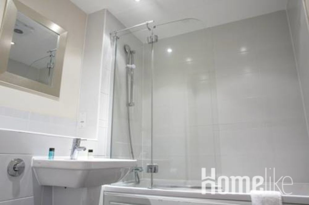 image 4 furnished 1 bedroom Apartment for rent in Woking, Surrey