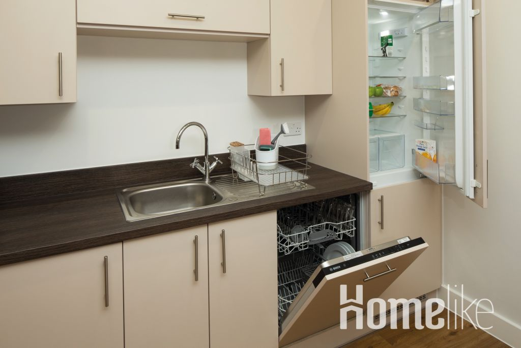 image 8 furnished 2 bedroom Apartment for rent in South Wimbledon, Merton