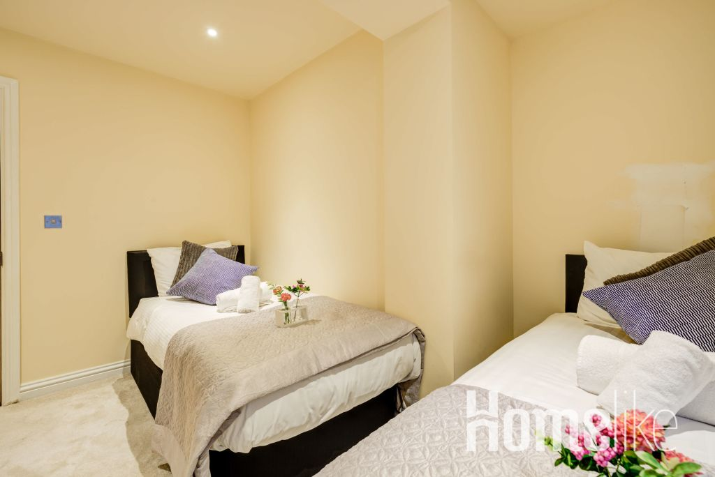 image 4 furnished 3 bedroom Apartment for rent in Brentford, Hounslow