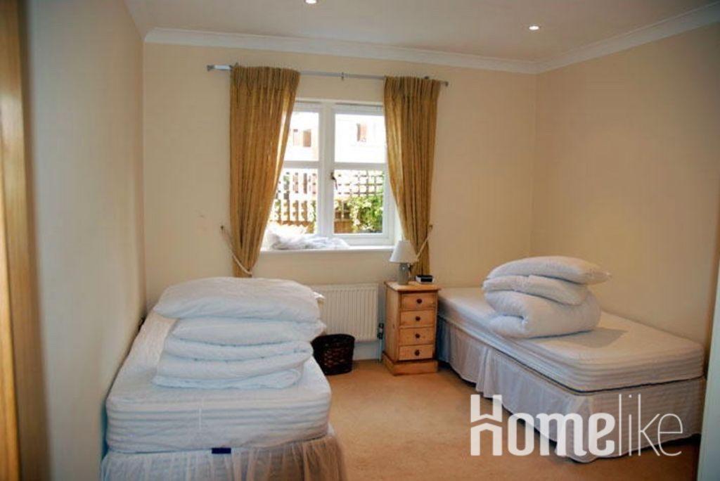 image 1 furnished 2 bedroom Apartment for rent in Elmbridge, Surrey