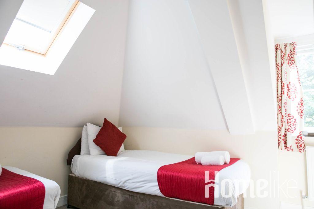 image 1 furnished 2 bedroom Apartment for rent in Surrey Heath, Surrey