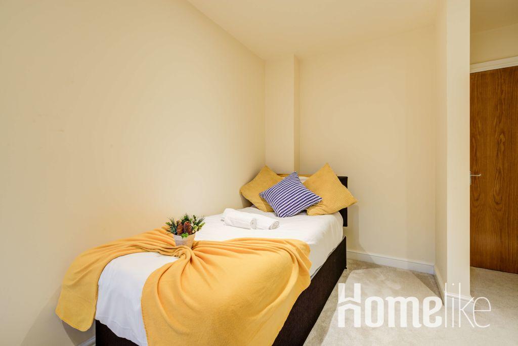 image 2 furnished 3 bedroom Apartment for rent in Brentford, Hounslow