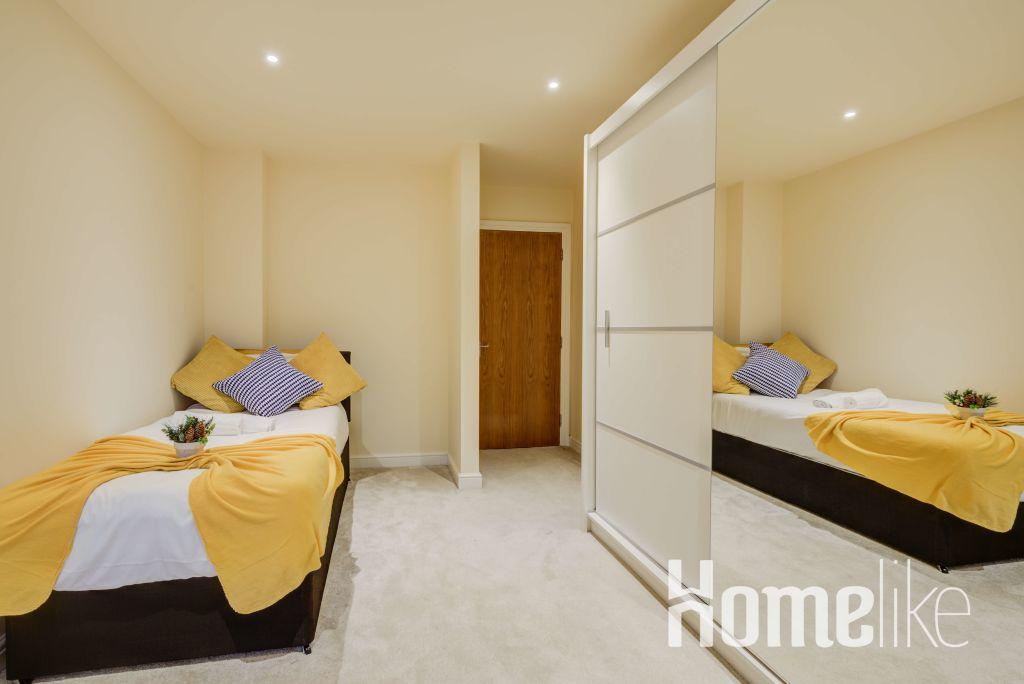 image 6 furnished 3 bedroom Apartment for rent in Brentford, Hounslow