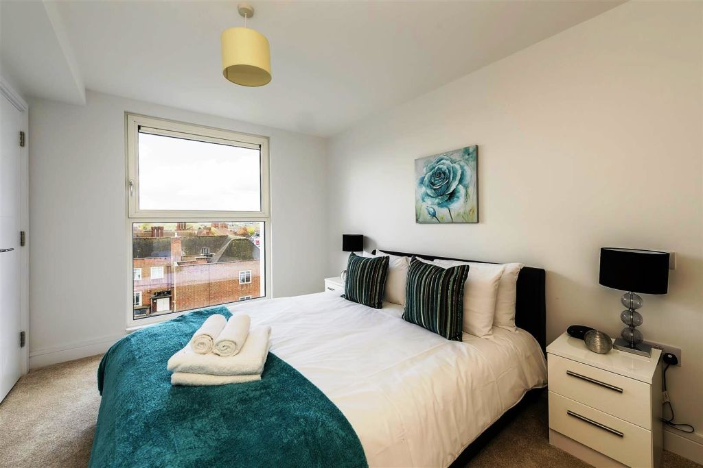 image 4 furnished 2 bedroom Apartment for rent in West Harrow, Harrow