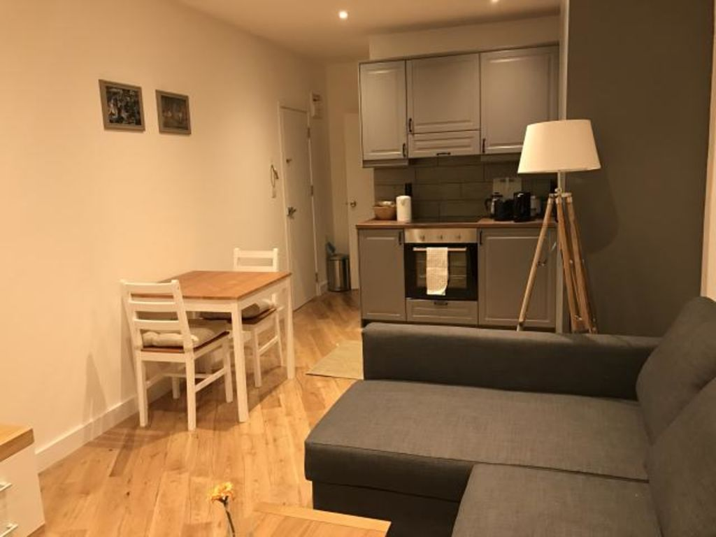 image 2 furnished 1 bedroom Apartment for rent in Earls Court, Kensington Chelsea