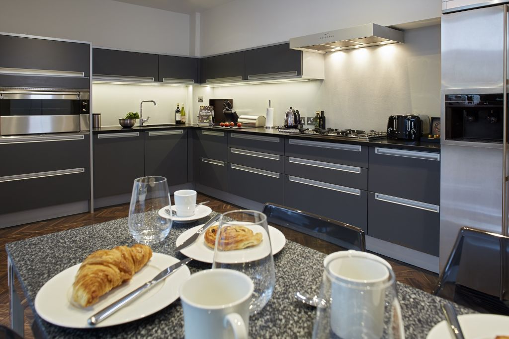 image 3 furnished 4 bedroom Apartment for rent in Belgravia, City of Westminster