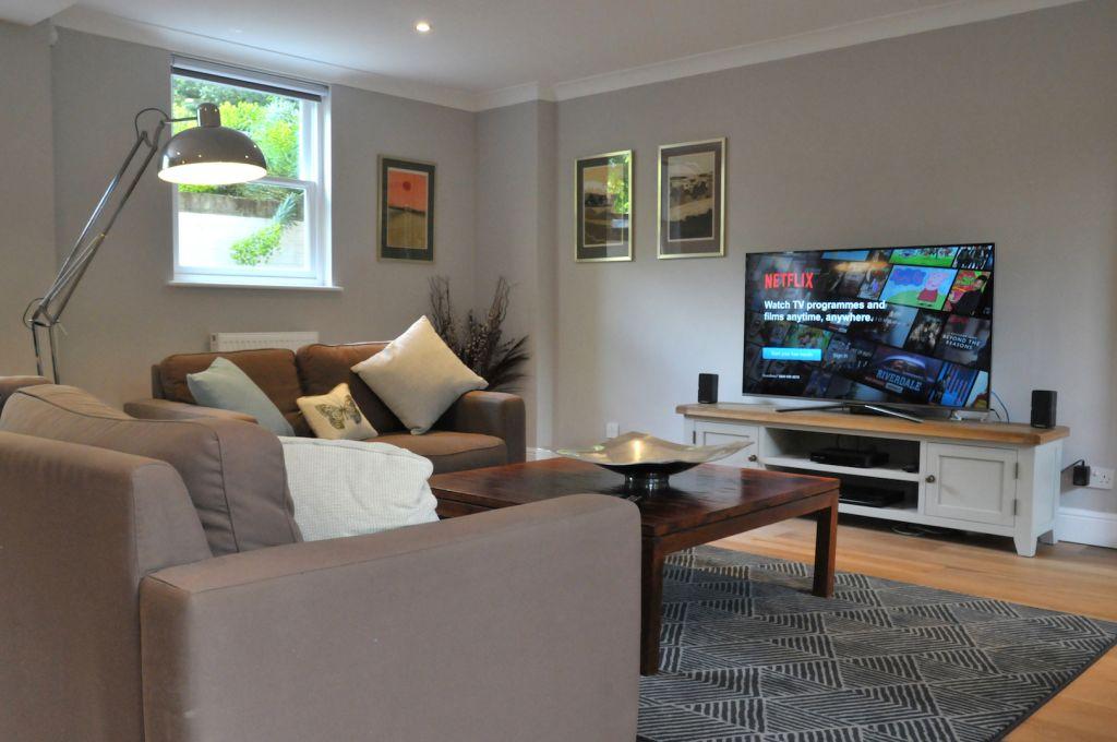 image 3 furnished 2 bedroom Apartment for rent in Elmbridge, Surrey