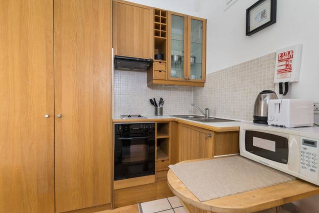 image 3 furnished 1 bedroom Apartment for rent in Warwick, Warwickshire