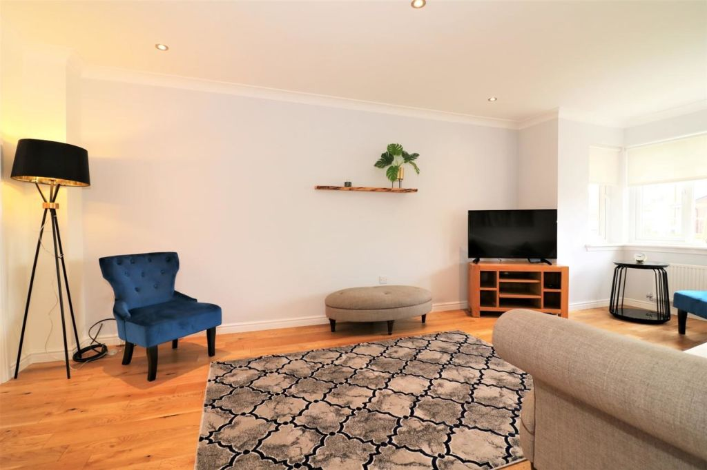image 3 furnished 4 bedroom Apartment for rent in Glasgow, Scotland