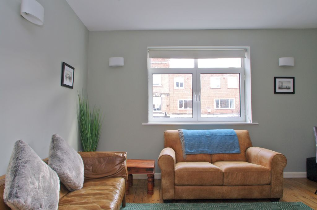 image 2 furnished 3 bedroom Apartment for rent in Lambeth, Lambeth