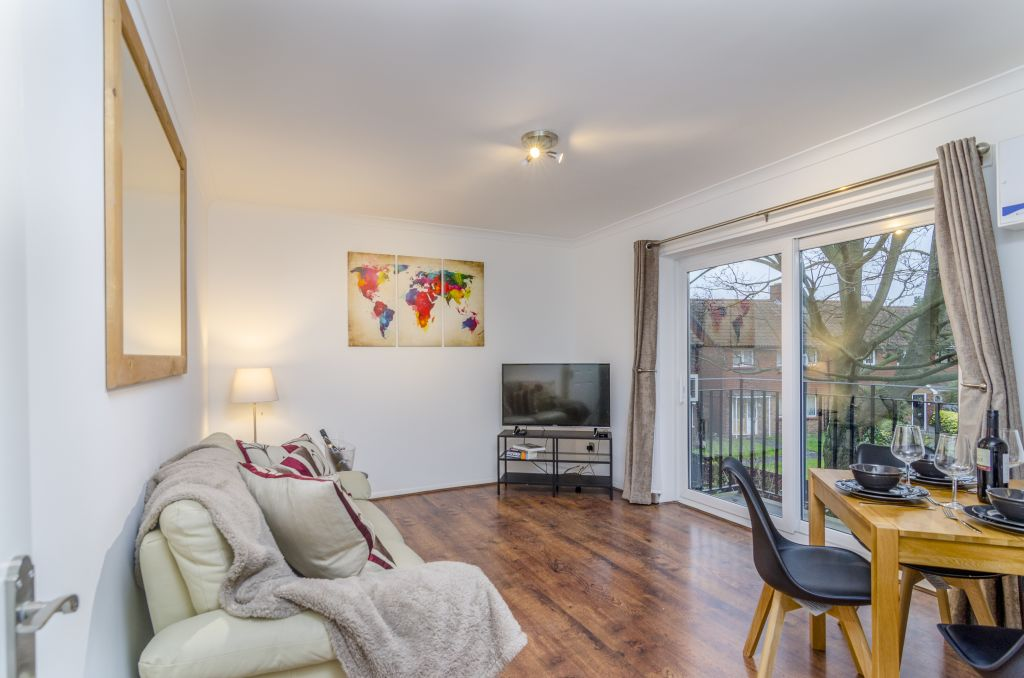 image 2 furnished 1 bedroom Apartment for rent in Hounslow, Hounslow