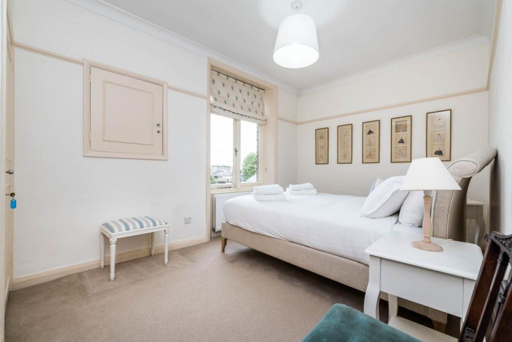 image 9 furnished 2 bedroom Apartment for rent in Earls Court, Kensington Chelsea