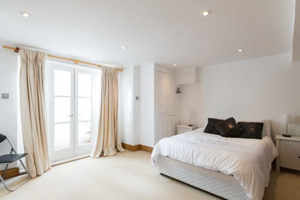 image 1 furnished 4 bedroom Apartment for rent in Sands End, Hammersmith Fulham