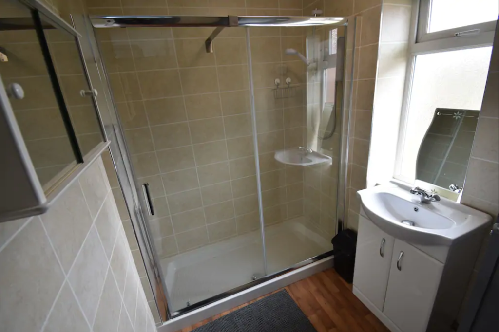 image 7 furnished 4 bedroom Apartment for rent in Foleshill, Coventry