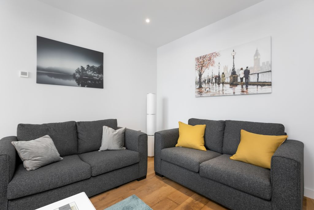 image 8 furnished 3 bedroom Apartment for rent in Greenwich, Greenwich