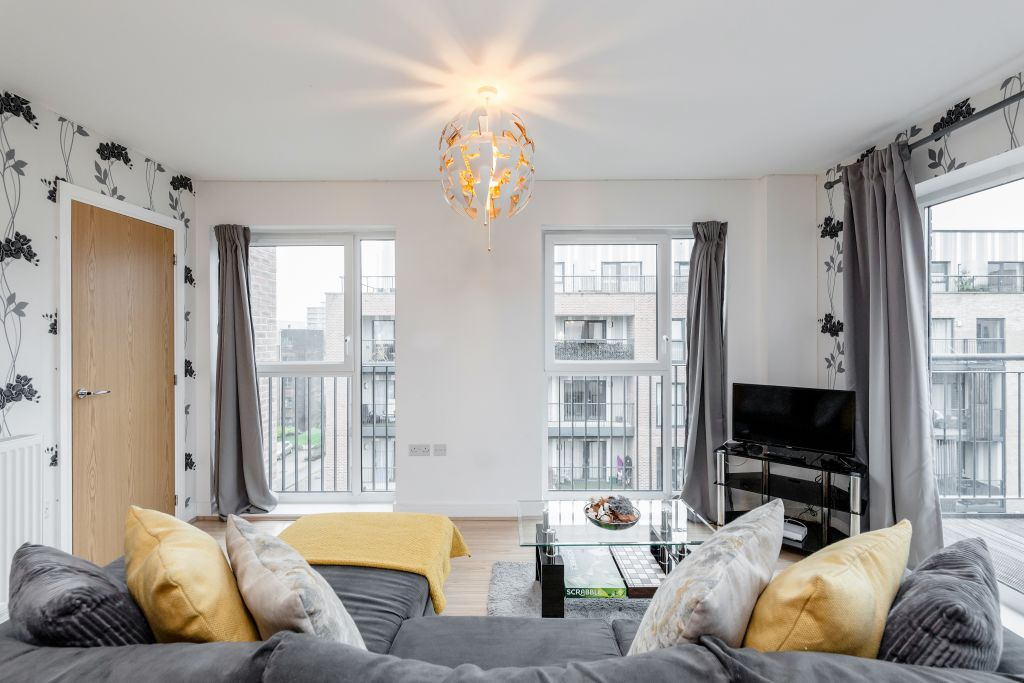 image 4 furnished 2 bedroom Apartment for rent in Romford, Havering