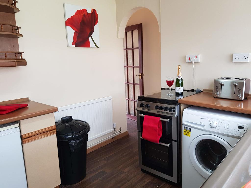 image 3 furnished 3 bedroom Apartment for rent in Luton, Bedfordshire