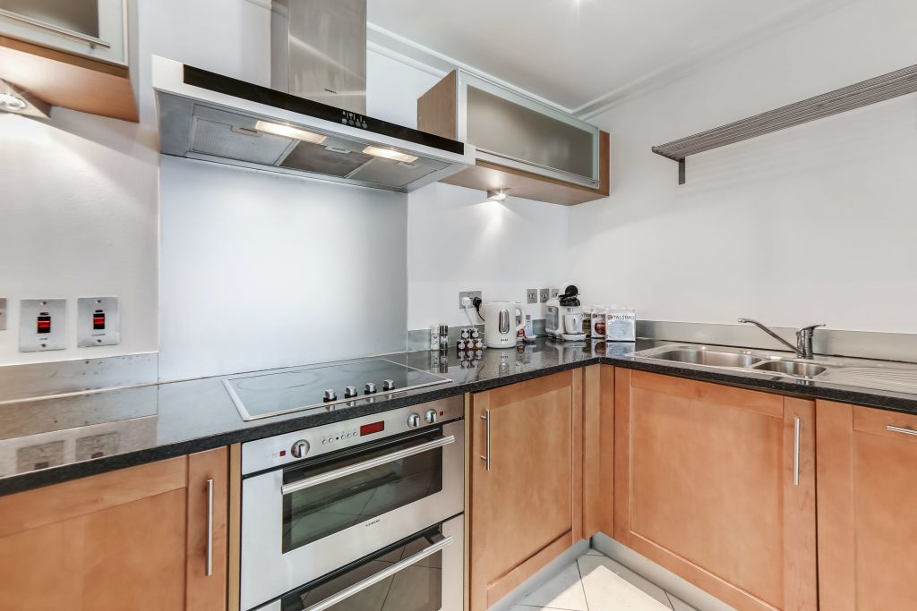 image 2 furnished 2 bedroom Apartment for rent in Canary Wharf, Tower Hamlets