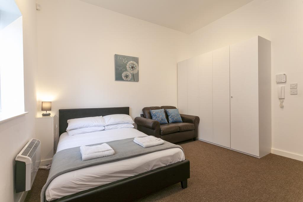 image 3 furnished 1 bedroom Apartment for rent in Sefton, Merseyside