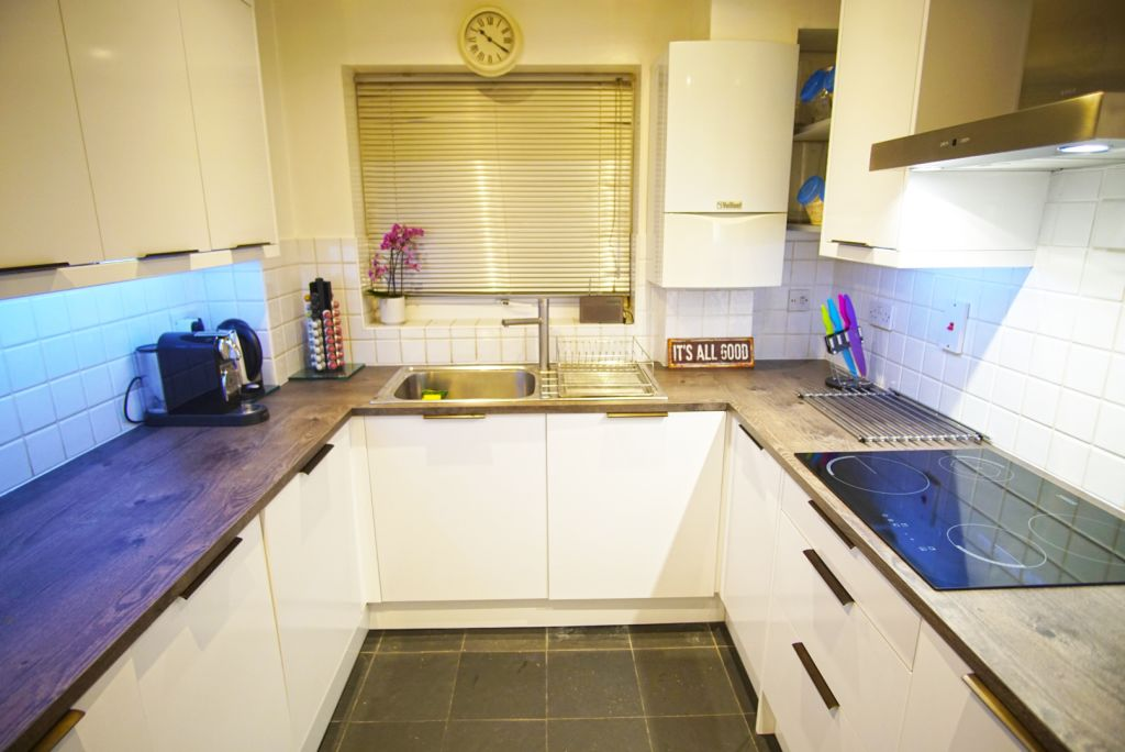 image 2 furnished 2 bedroom Apartment for rent in Poplar, Tower Hamlets